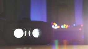 Κινηματογράφος που παίζει την εσωτερική συσκευή εικονικής πραγματικότητας φιλμ μικρού μήκους