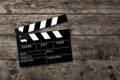 Κινηματογράφος clapperboard στο ξύλινο επιτραπέζιο υπόβαθρο Στοκ Φωτογραφία