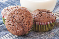 Κινηματογραφήσεις σε πρώτο πλάνο muffins σοκολάτας Στοκ Φωτογραφία