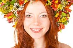 κινηματογραφήσεων σε πρώτο πλάνο κόκκινη χαμογελώντας γυναίκα πορτρέτου προσώπου μαλλιαρή Στοκ Φωτογραφία