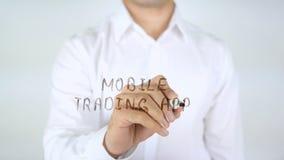 Κινητές εμπορικές συναλλαγές App, άτομο που γράφουν στο γυαλί Στοκ εικόνες με δικαίωμα ελεύθερης χρήσης