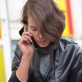 κινητές νεολαίες γυναι&kap Στοκ Φωτογραφίες