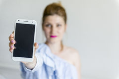 κινητές νεολαίες τηλεφ&omeg Στοκ εικόνα με δικαίωμα ελεύθερης χρήσης