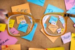 Κινητήρια μηνύματα σταδιοδρομίας που γράφονται post-its. Στοκ Εικόνες