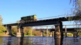 Κινητήριες κινήσεις πέρα από τη γέφυρα απόθεμα βίντεο