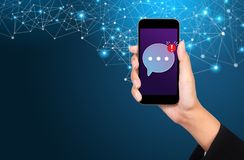 Κινητή έννοια αγγελιοφόρων, κινητός αγγελιοφόρος app για το messa στοκ εικόνες