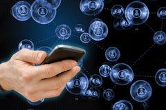 Κινητή έννοια τηλεφωνικών έξυπνη τηλεφώνων με τα κοινωνικά εικονίδια μέσων Στοκ Φωτογραφίες