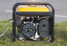 Κινητή γεννήτρια βενζίνης, κινηματογράφηση σε πρώτο πλάνο, εναλλάκτης, ηλεκτρική ενέργεια, εξοπλισμός στοκ εικόνα
