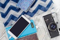 Κινητή κάμερα τραπεζών τηλεφωνικής δύναμης με το ταξίδι σαλιών Στοκ εικόνα με δικαίωμα ελεύθερης χρήσης