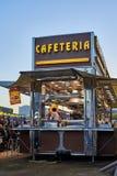 Κινητή καφετέρια σε μια έκθεση οδών στο ηλιοβασίλεμα Στοκ φωτογραφία με δικαίωμα ελεύθερης χρήσης