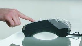 Κινητή πληρωμή με μια πιστωτική κάρτα απόθεμα βίντεο