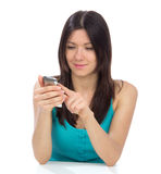 κινητή σε απευθείας σύνδεση χρησιμοποιώντας γυναίκα τραπεζικών κινητών τηλεφώνων Στοκ φωτογραφία με δικαίωμα ελεύθερης χρήσης