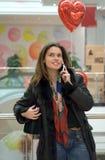κινητή τηλεφωνική ομιλούσα γυναίκα Στοκ Φωτογραφία