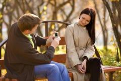 κινητή τηλεφωνική φωτογραφία ατόμων που παίρνει τις νεολαίες Στοκ Εικόνες