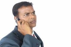 κινητή τηλεφωνική χρησιμοποίηση επιχειρηματιών Στοκ Εικόνες