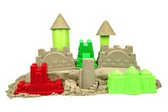 Κινητική άμμος με τα παιχνίδια παιδιών για το εσωτερικό παιχνίδι δημιουργικότητας παιδιών Στοκ Φωτογραφία