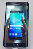 Κινητός γαλαξίας 6 της Samsung άκρη Στοκ Εικόνες