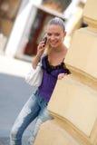 κινητός τηλεφωνικός έφηβος κοριτσιών Στοκ φωτογραφία με δικαίωμα ελεύθερης χρήσης