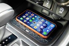 Κινητός τηλεφωνικός ασύρματος φορτιστής της Toyota RXV4 2019 στοκ εικόνες με δικαίωμα ελεύθερης χρήσης