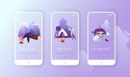 Κινητό σύνολο εφαρμογής χαρακτήρα πεζοπορίας στρατόπεδων θερινής φύσης Κιθάρα παιχνιδιού ανδρών, Marshmallow ψητού γυναικών στη σ ελεύθερη απεικόνιση δικαιώματος