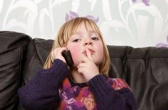 κινητό τηλέφωνο παιδιών Στοκ εικόνες με δικαίωμα ελεύθερης χρήσης
