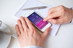 κινητό τηλέφωνο ατόμων εκμ&epsilo Στοκ εικόνα με δικαίωμα ελεύθερης χρήσης