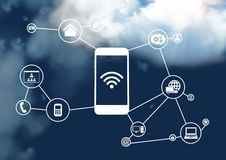 Κινητό τηλέφωνο και συνδέοντας εικονίδια με το σύννεφο στον ουρανό Στοκ Εικόνα