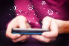 Κινητό τηλέφωνο στα θηλυκά χέρια Στοκ εικόνα με δικαίωμα ελεύθερης χρήσης