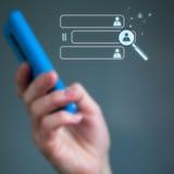 Κινητό τηλέφωνο στα θηλυκά χέρια Στοκ φωτογραφία με δικαίωμα ελεύθερης χρήσης