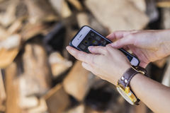 κινητό τηλέφωνο χεριών Στοκ φωτογραφίες με δικαίωμα ελεύθερης χρήσης