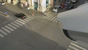 Κινούμενα κάμερα παρακολούθησης CCTV στις συσσωρευμένες θέσεις απόθεμα βίντεο