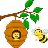 Κινούμενα σχέδια μια μέλισσα και μια χτένα μελιού ελεύθερη απεικόνιση δικαιώματος