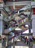 Κινούμενες κυλιόμενες σκάλες στη λεωφόρο αγορών MBK στοκ εικόνες