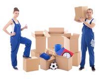 Κινούμενη έννοια ημέρας - άνδρας και γυναίκα μπλε σε workwear με το cardboa στοκ εικόνες