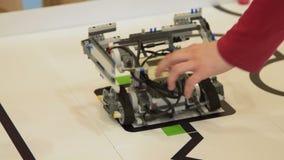 Κινούμενη πρόκληση γραμμών ρομπότ αποτυχούσα απόθεμα βίντεο