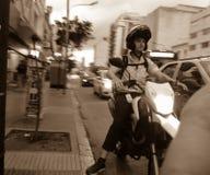 Κινούμενη πόλη, ποδηλάτης στατικός στοκ εικόνα με δικαίωμα ελεύθερης χρήσης