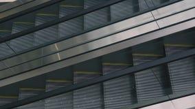 Κινούμενη σκάλα πάνω-κάτω στο moll απόθεμα βίντεο