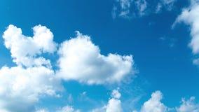 Κινούμενοι σύννεφα και μπλε ουρανός απόθεμα βίντεο