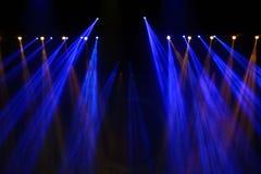 Κινούμενος φωτισμός απόδοσης στην ακτίνα ελαφριών ακτίνων κατασκευής Στοκ Εικόνα