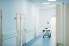 κινούμενος preschooler ασθενής γιατρών στο ιατρικό φορείο Στοκ Εικόνες