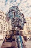 Κινούμενο άγαλμα του Franz Kafka στην Πράγα, κόκκινο φίλτρο Στοκ Φωτογραφία