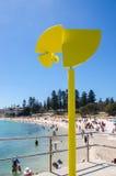 Κινούμενο κίτρινο γλυπτό: Παραλία Cottesloe Στοκ εικόνα με δικαίωμα ελεύθερης χρήσης
