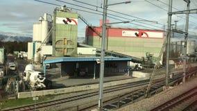 Κινούμενο τραίνο στη μονάδα αποθήκευσης απόθεμα βίντεο