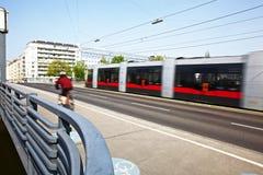 κινούμενο τραμ bicyclist Στοκ εικόνες με δικαίωμα ελεύθερης χρήσης