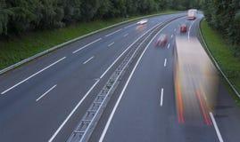 Κινούμενο φορτηγό στον αυτοκινητόδρομο Στοκ φωτογραφία με δικαίωμα ελεύθερης χρήσης