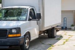 Κινούμενο φορτηγό driveway έτοιμο να φορτωθεί στοκ φωτογραφίες