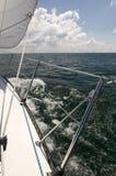 Κινούμενο Sailboat στοκ φωτογραφία