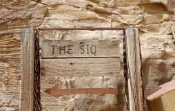 1 κιονοστοιχία μακρύς μακρύτερος Ρωμαίος apamea 8km που στέκεται ακόμα τον κόσμο της Συρίας μακριά πορεία 2km (όπως-Siq) στην πόλ Στοκ Φωτογραφίες