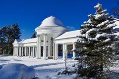Κιονοστοιχία της άνοιξης Karolina το χειμώνα - Marianske Lazne - Δημοκρατία της Τσεχίας Στοκ Εικόνες