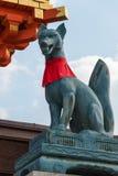 ΚΙΟΤΟ, ΙΑΠΩΝΙΑ - 11 Ιανουαρίου 2015: αγάλματα των αλεπούδων σε Fushimi inari-TA Στοκ Εικόνα
